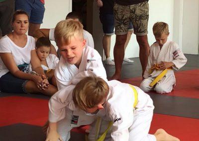 Bodenkampf Kinder Kampfsport Selbstverteidigung 7